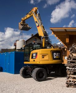cat-m317f-wheeled-excavator-lifting